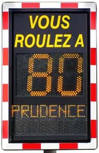 Radar pédagogique vitesse limitée à 90 km/h